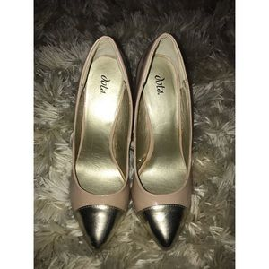 Nude pointed-toe pumps